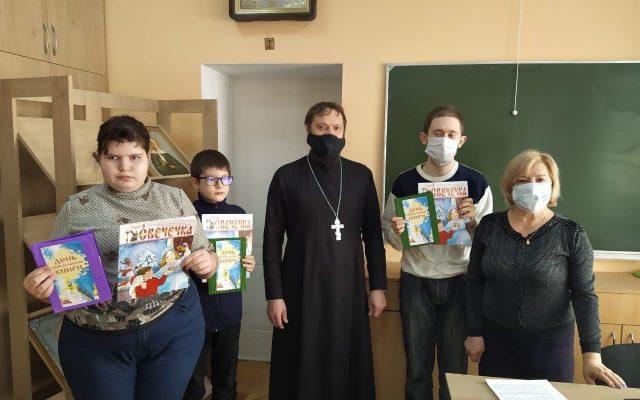 в Воскресной школе прошло занятие с детьми, имеющими ограниченные возможности  здоровья